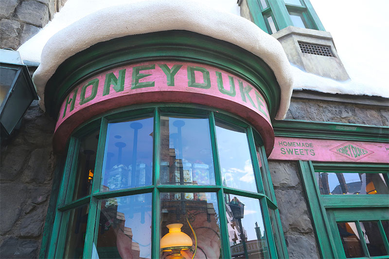 wizarding-world-harry-potter-hollywood-honeydukes-sweets-candy-shop-exterior